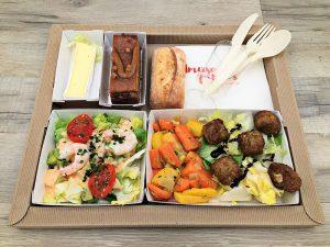 Plateau repas Avocat et crevettes en salade sauce Andalouse Bouchées de sarrasin et lentilles, duo de carottes Fromage du jour Royal tout chocolat