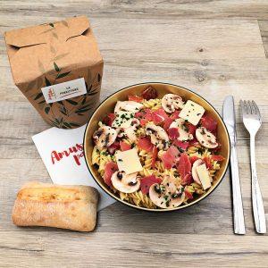 Plat fusilli, jambon sec, champignons de paris, crème fraîche, parmesan