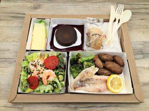 Plateau repas Avocat et crevettes, en salade sauce balsamique Filet de daurade cuit au four, brocolis et pomme de terre grenaille. Fromage du jour Coulant chocolat