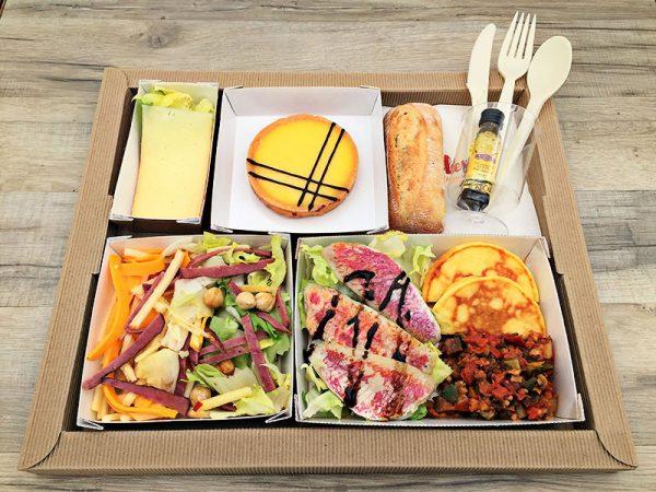 Plateau repas Salade croquante au pastrami et mimolette Filets de rouget, tartare de légumes, blini de pomme de terre Fromage du jour Tartelette au Citron