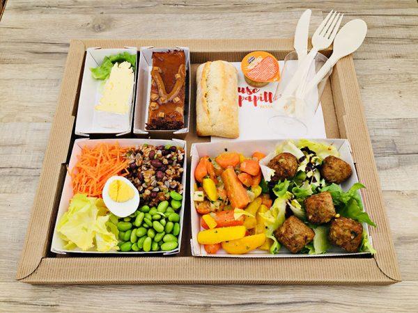 Plateau repas Salade composée, épeautre, carottes, fèves de soja, oeuf, salade Bouchées de sarrasin et lentilles, duo de carottes Fromage du jour Royal tout chocolat