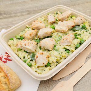 Plat risoni au mascarpone et petits légumes, pépites de poulet rôti