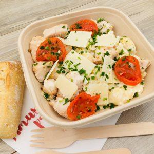 Salade conchiglie, poulet, choux, tomates séchées, grana padano, sauce césar