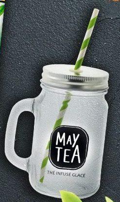Jarre May Tea avec une paille