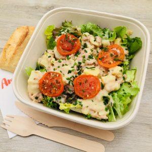 Salade, thon, tomate, pommes de terre, sauce vinaigrette à la provençale