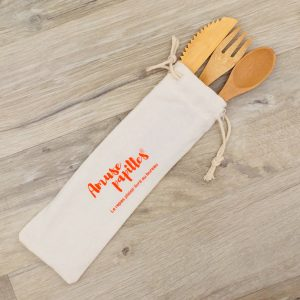 Couverts en bambou dans une pochette Amuse Papilles